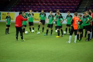 Hugo Vicente prowadzi zajęcia z zawodnikami AGAPE Białołęka